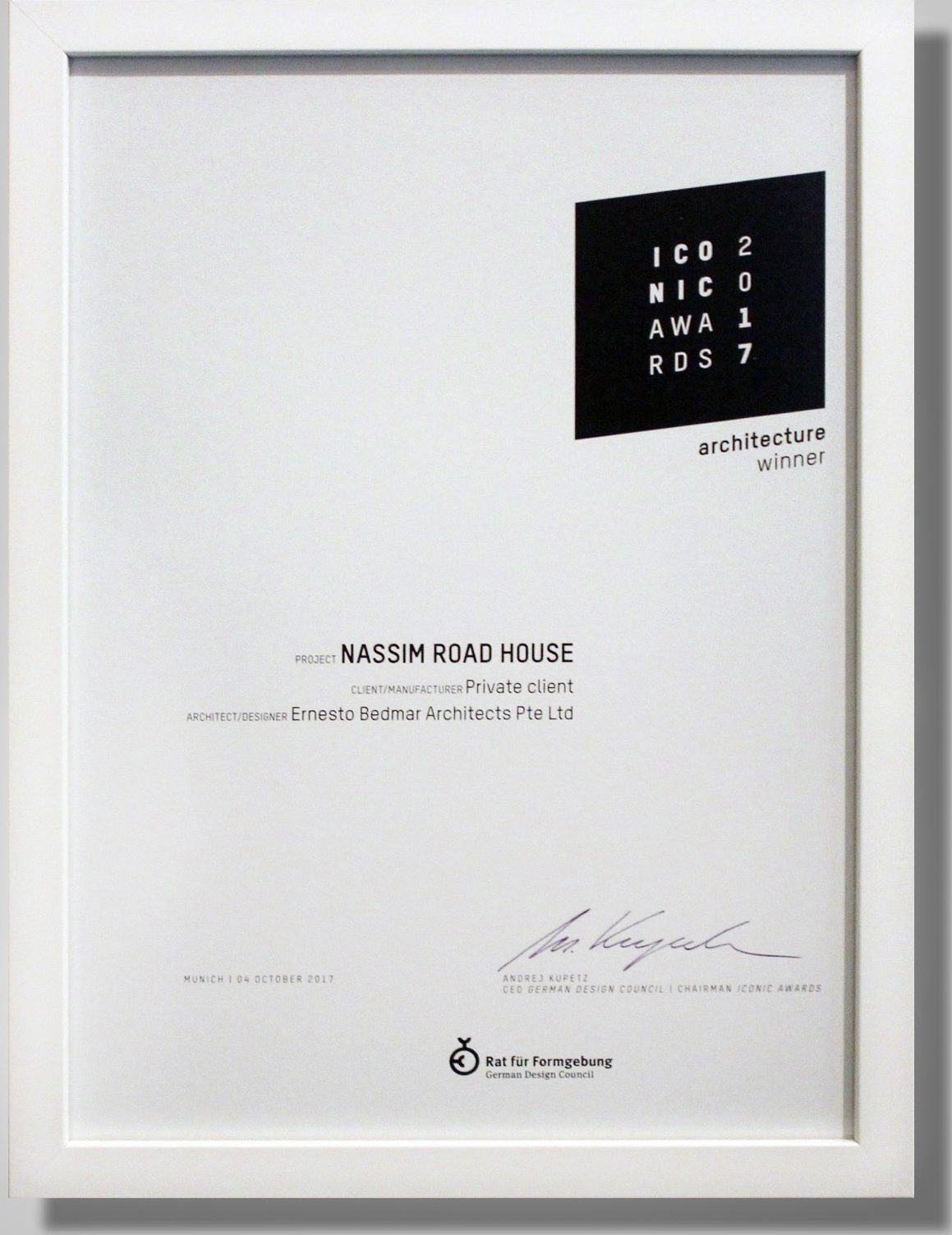 Simple Certificate Frame Thin White